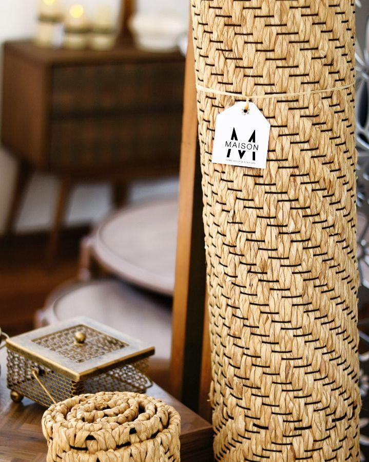 Handwoven water hyacinth rug with chain pattern