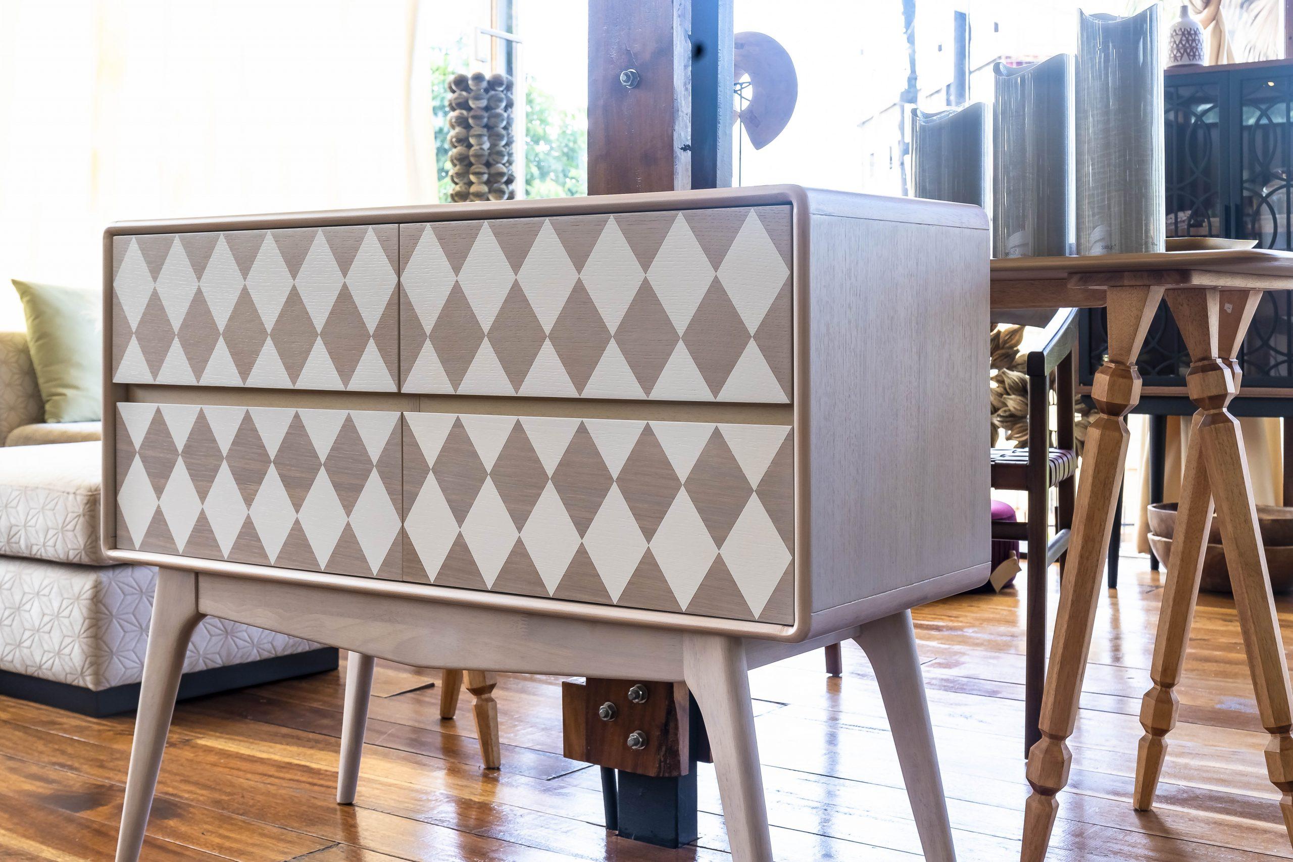 checker 4dr cabinet Natural white