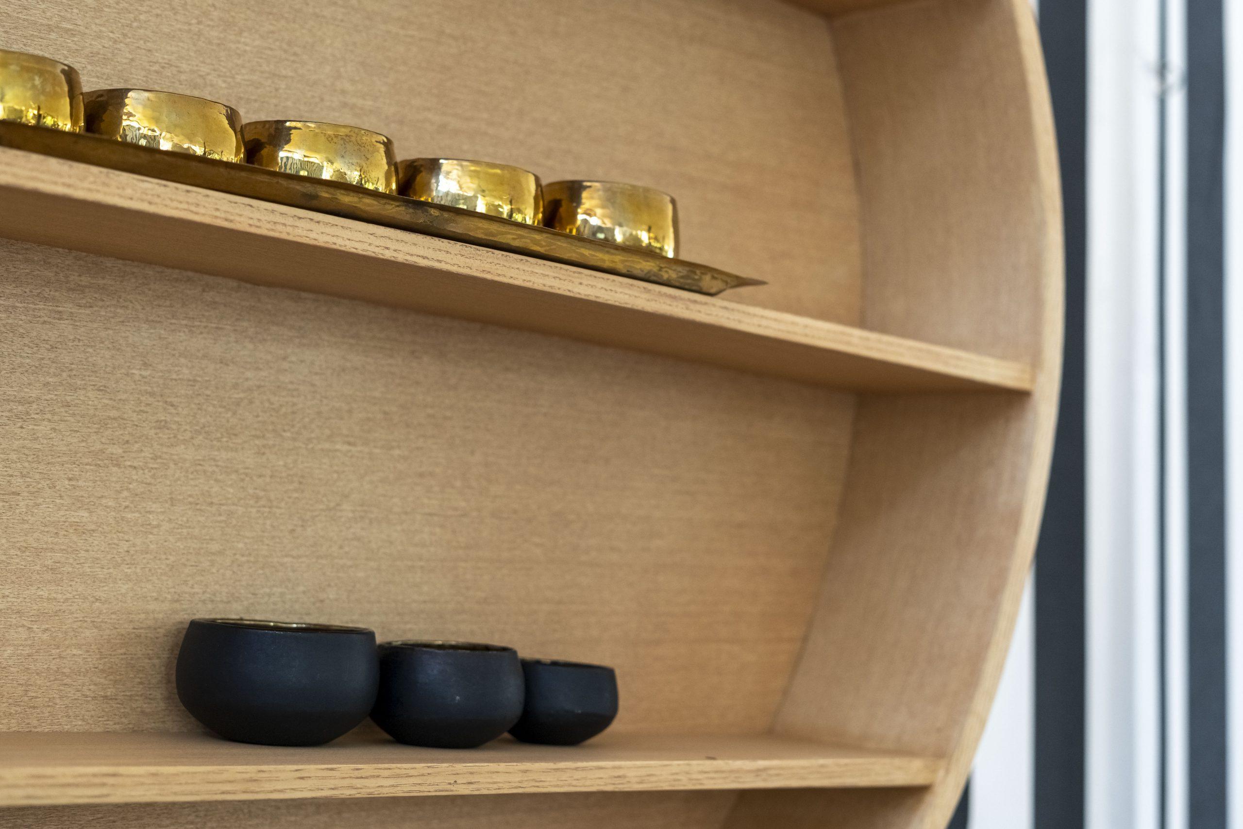 Button medium round hanging shelf wood
