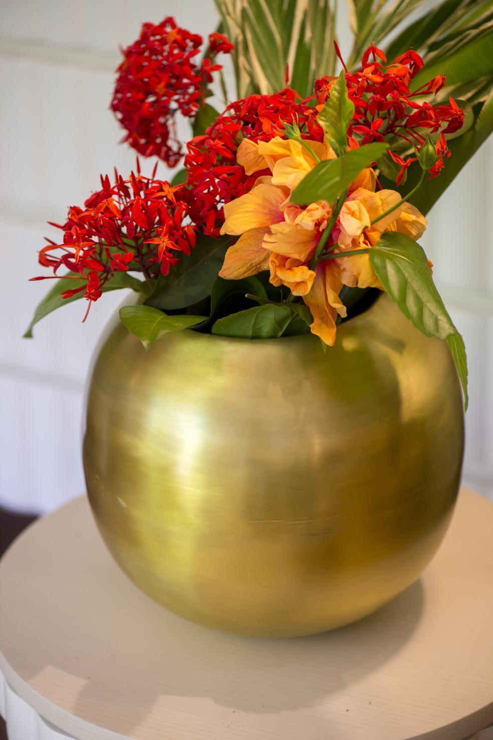Vase round brass gold